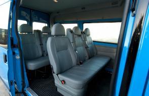 Minibus met ruime bagageruimte en trekhaak: 9 zitplaatsen - (kl 16)